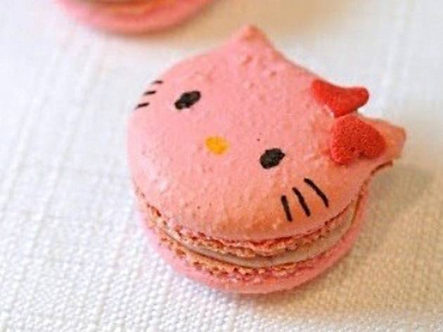 Baking lesson: Hello Kitty macarons