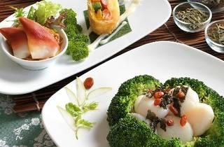Tea infusion menu at Zuan Yuan