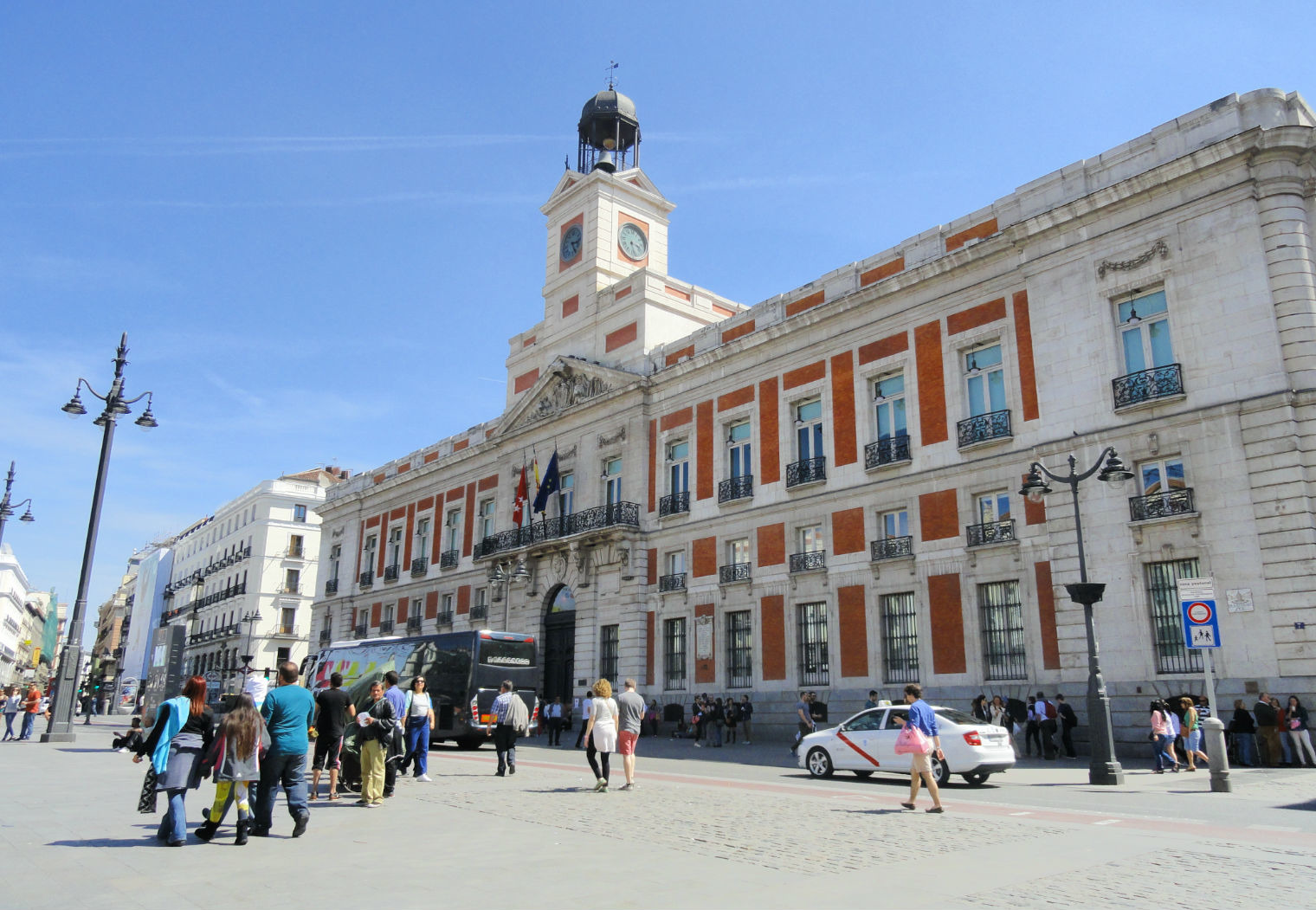 Madrid area guide the best of the barrios in the city centre for Comer puerta del sol