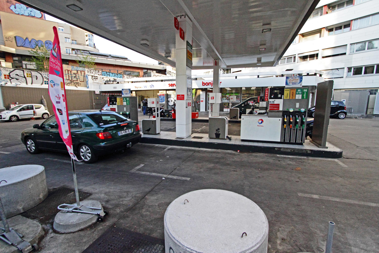 Station service essence 5 bars à inventer Paris