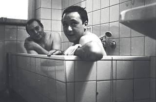 (Taking a bath together: Sigmar Polke (in the back) and Gerhard Richter (in front), 1966.)