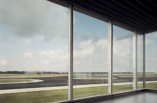 Andreas Gursky ('Schiphol', 1994)