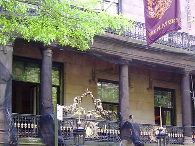Visit the Players Club mansion without being a member