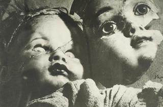 ( Kati Horna, Sans titre série 'Muñecas del miedo', Paris, 1939 / © 2005 Ana María Norah Horna y Fernández)