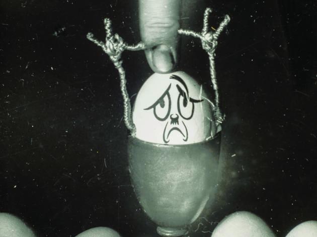 ( Kati Horna, Sans titre de la série 'Hitlerei', en collaboration avec Wolfgang Burger, Paris, 1937 / © 2005 Ana María Norah Horna y Fernández)