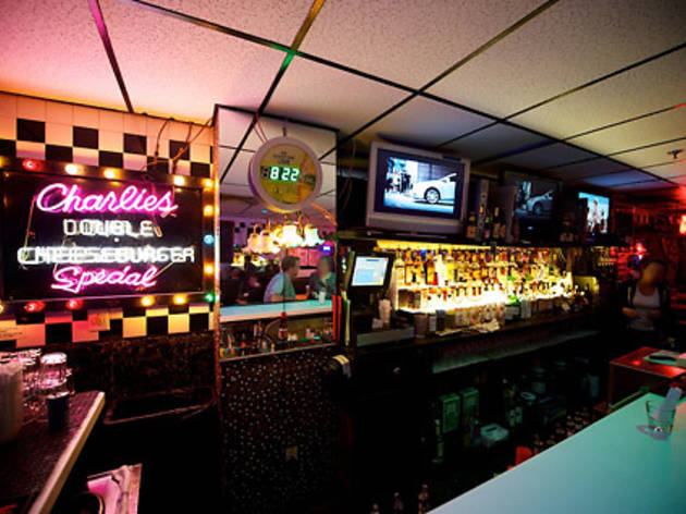 13 Dive Bars in Boston for a Cheap and Fun Time