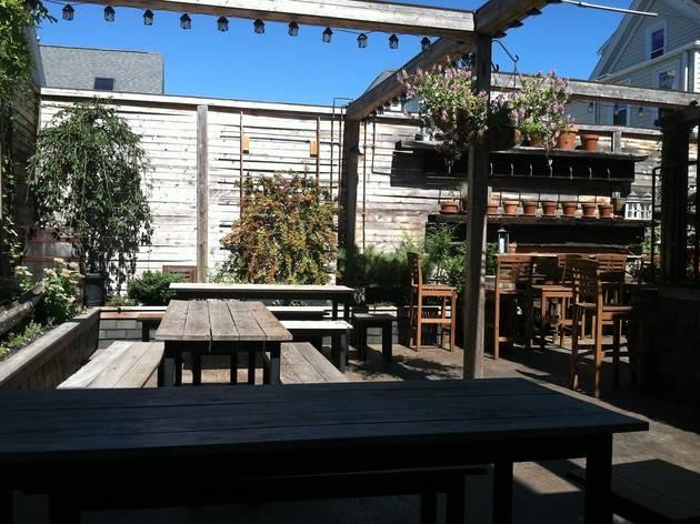 Atwood's Tavern, Music and nightlife, Boston