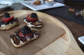 Goat Cheese en pan Tostada with Honey, Figs & Truffle Oil from Manchego