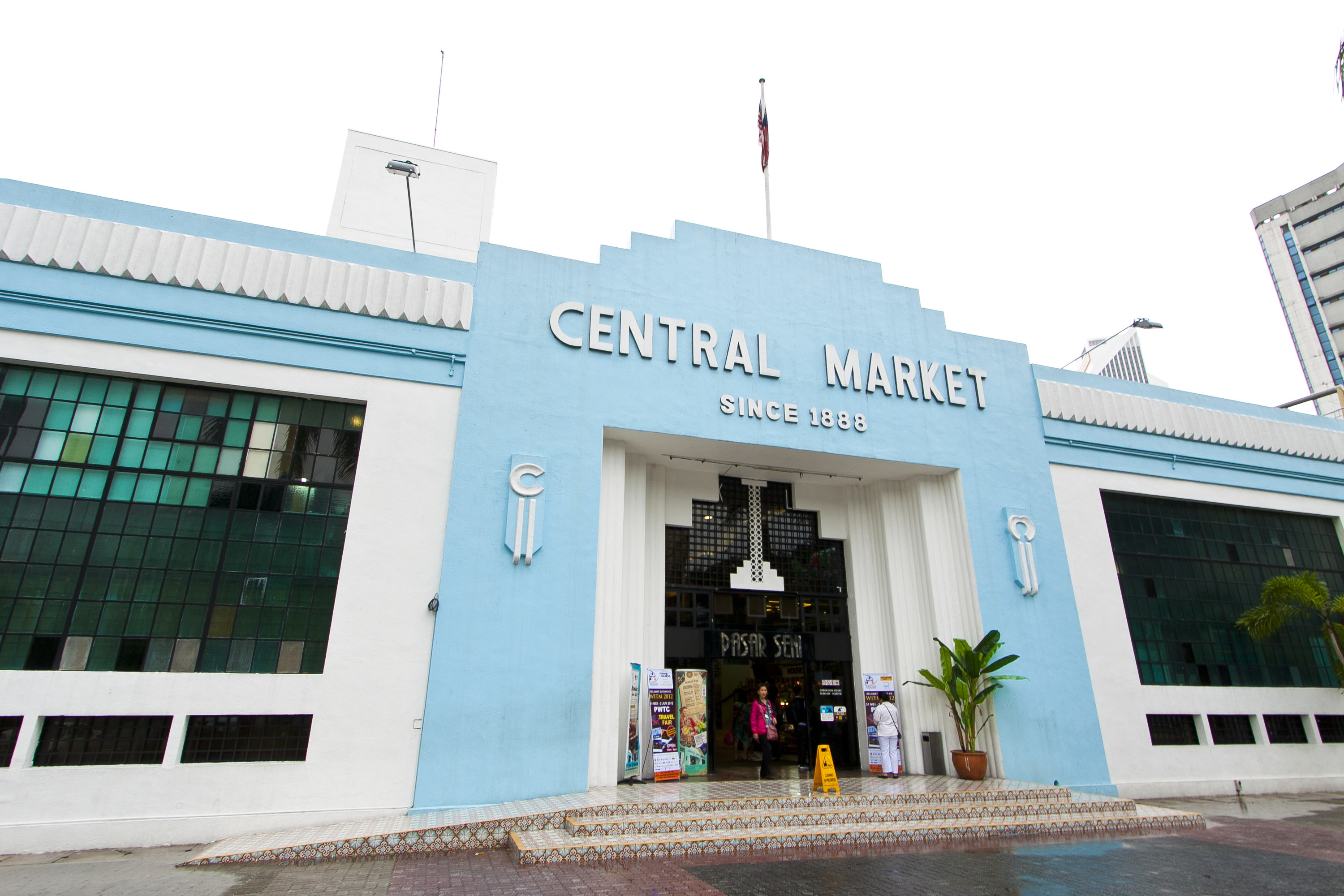 Buy a keris at Central Market for self defence