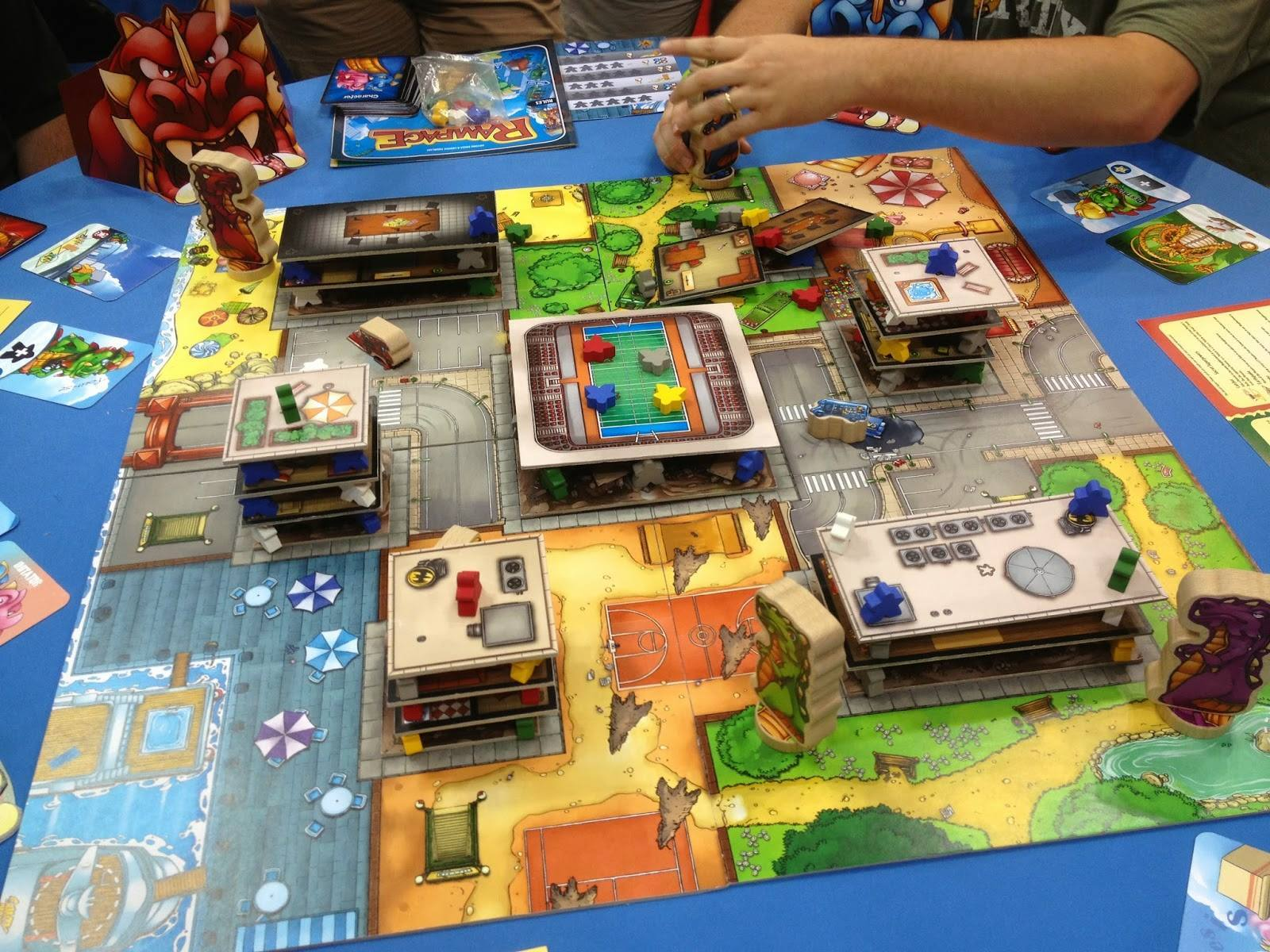 Become a millionaire or solve crime with board games