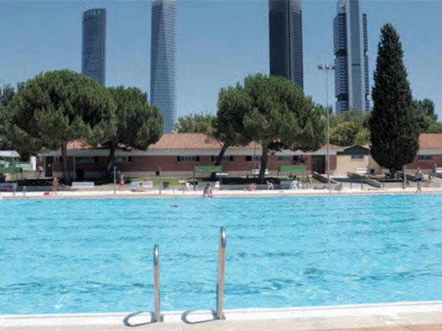 Piscinas de verano en madrid horarios y precios for Piscina playa de madrid