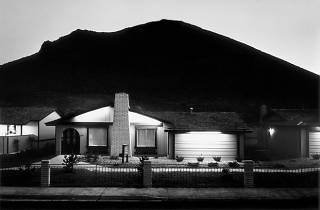 (Lewis Baltz, 'Model Home, Shadow Mountain Nevada', 1977 / © Lewis Baltz, courtesy Galerie Thomas Zander, Cologne)