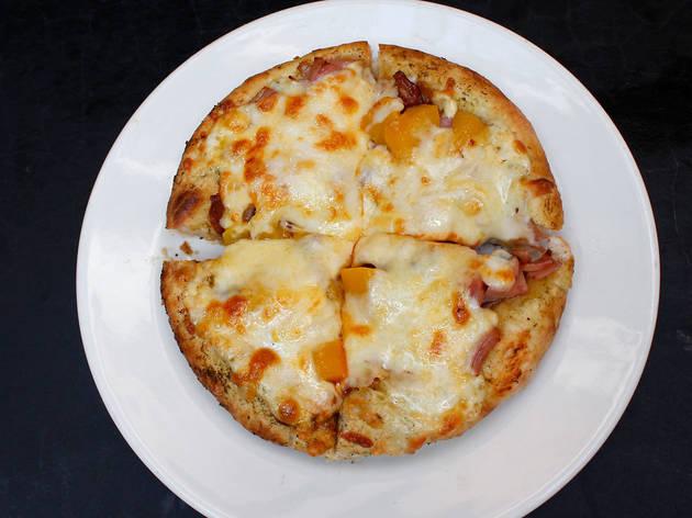 Pizza de chilaquiles (Pizzas del Perro Negro)