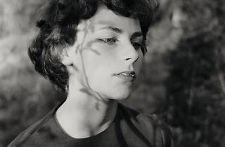 (Emmet Gowin, 'Edith', Danville (Virginie), 1963 / © Emmet Gowin, Courtesy Pace/MacGill Gallery, New York)