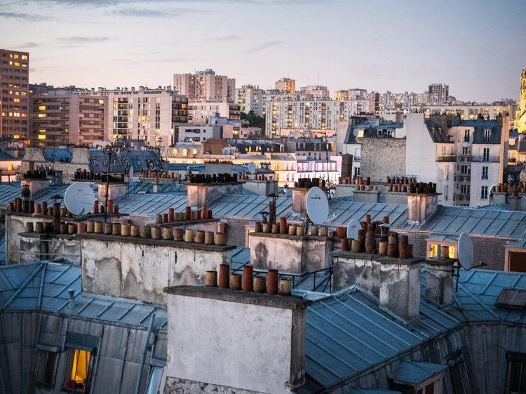 Observer Paris s'endormir sur un rooftop