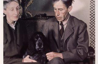 Gisele Freund ('Virginia and Leonard Woolf', 1939)