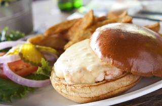 Hamburguesa de camarón (Foto: Alejandra Carbajal)