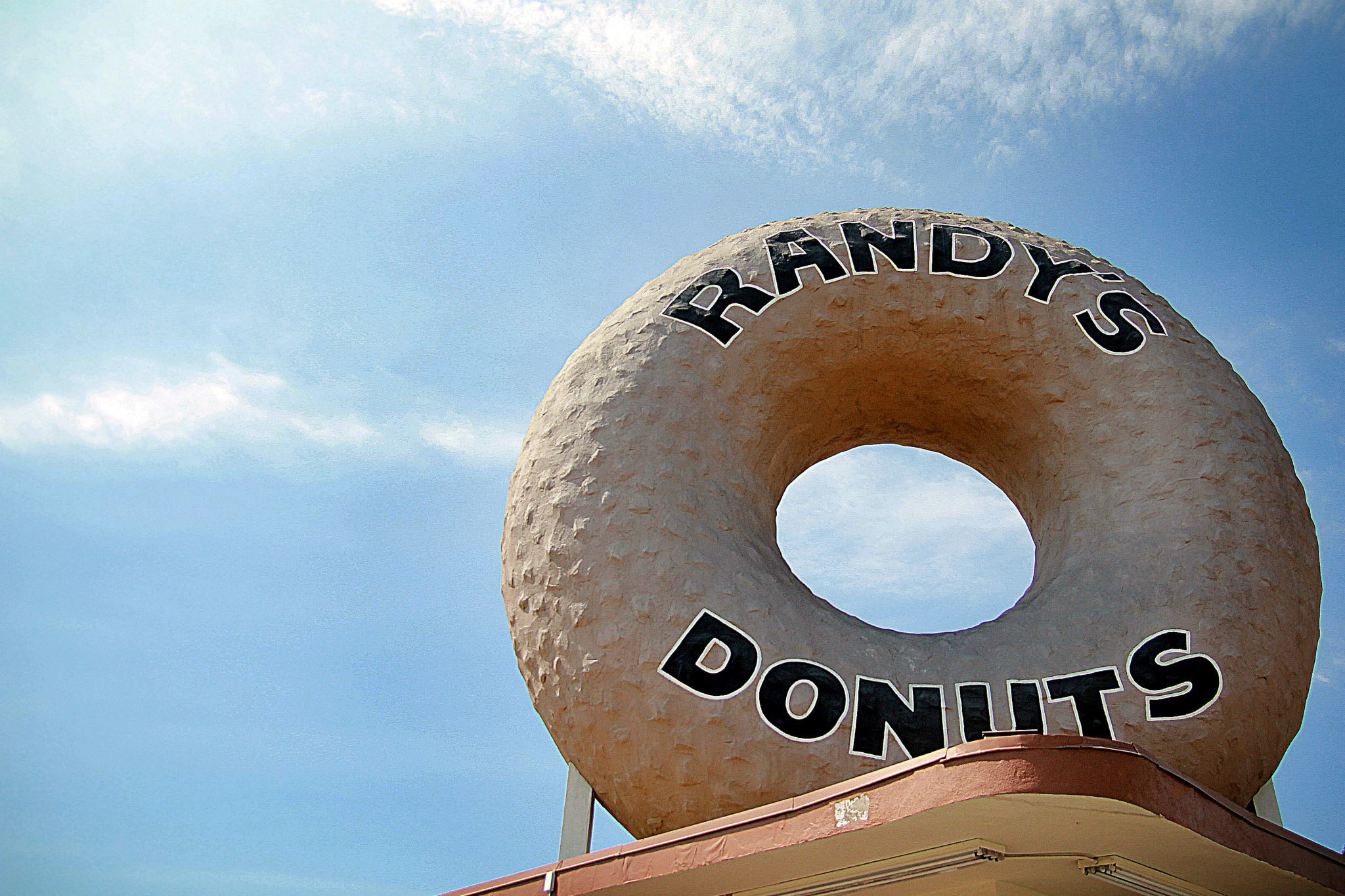 Randy's Donuts opens in Hollywood on Monday
