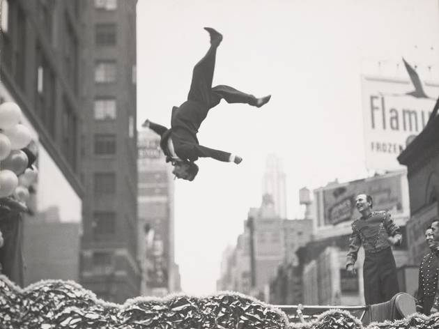 (Garry Winogrand, 'New York', c.1955 / © The Estate of Garry Winogrand / Courtesy Fraenkel Gallery, San Francisco)