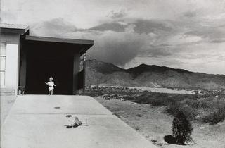 (Garry Winogrand, 'Albuquerque', 1957 / © The Museum of Modern Art / Licensed by SCALA / Art Resource, New York)