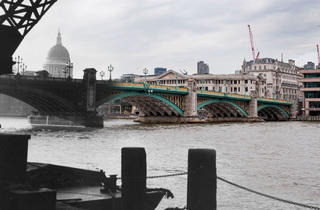 Southwark Bridge (© Museum of London)