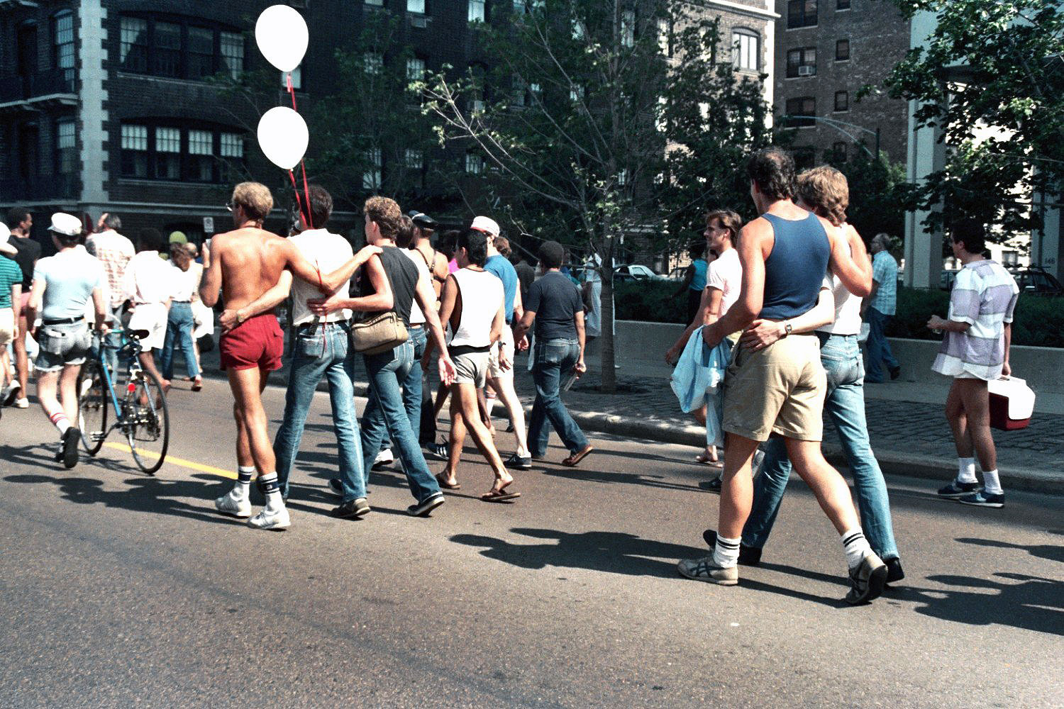 Photos from Chicago's Pride Parade in 1985