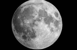 Caminada a la llum de la Lluna