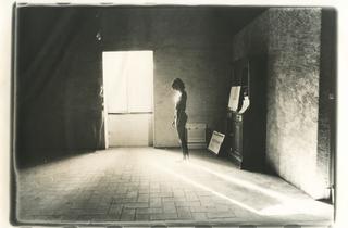 (Alix Cléo Roubaud, de la série 'Si quelque chose noir', Saint-Félix, 1980 / © Alix Cléo Roubaud)