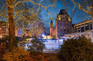 (Annual winter ice rink at the NHM © PETER KINDERSLEY)