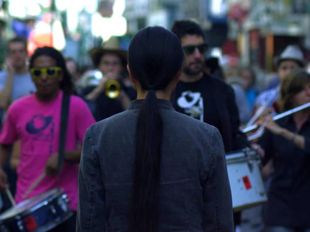 (Kimsooja, 'A needle woman in Paris' (vidéo) / © Kimsooja / Fonds Municipal d'Art contemporain de la Ville de Paris)