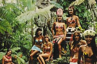 ( 'The Mai-Kai girls await you on their suburban island' (détail) / Collection Tim Glazner / © D.R.)