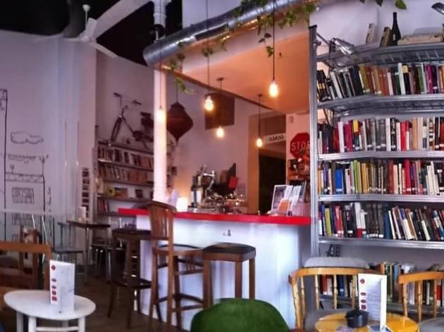 La Infinito: libros + café + microteatro