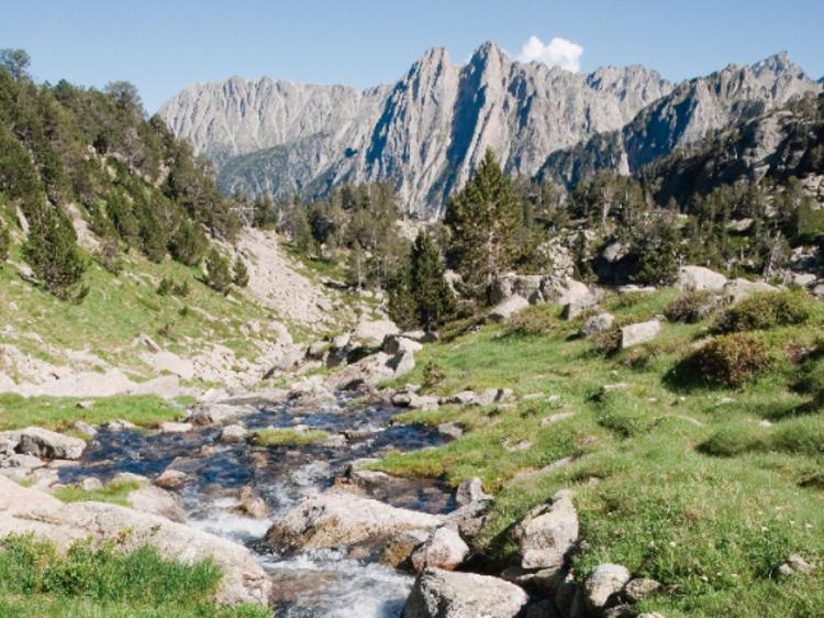 Refugio en las alturas por el Pirineo
