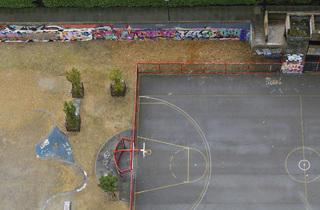 Empty the court
