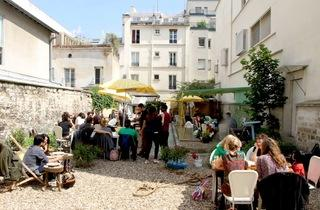 Au Fond Du Jardin Paris