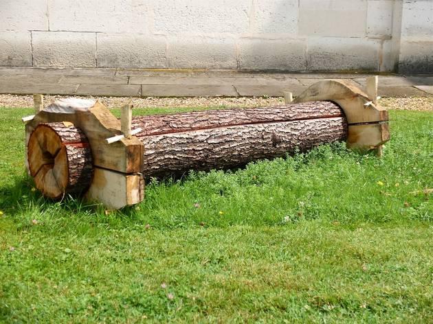 (Vue de l'exposition 'Sèvres Outdoors' (Laurent Tixador, 'Pièce d'artillerie', 2014) / ©TB)