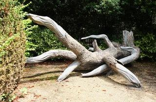 (Vue de l'exposition 'Sèvres Outdoors' (Virginie Yassef, 'L'Objet du doute', 2013) / ©TB)