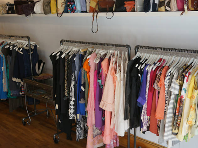 Eleven consignment boutique shopping in park slope brooklyn for Boutique design consultancy