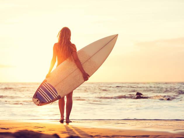 Aprende a hacer surf sin salir de Madrid