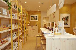 Burt's Bees Pop-Up Hive