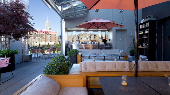Best rooftop bars in nyc for outdoor drinking with a view for Hotel americano pool