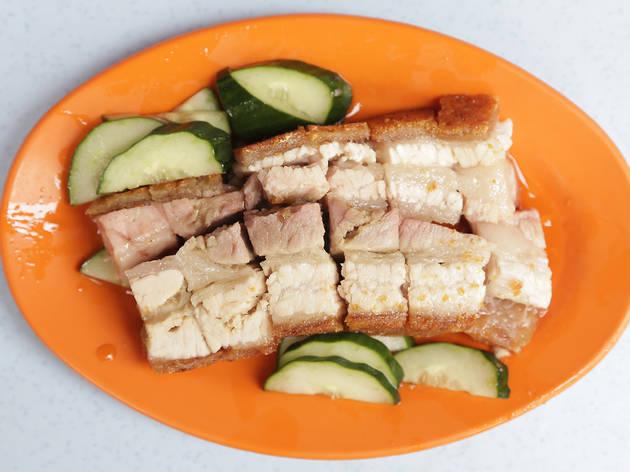 Siu yuk at Kedai Makanan dan Minuman Wong Kee