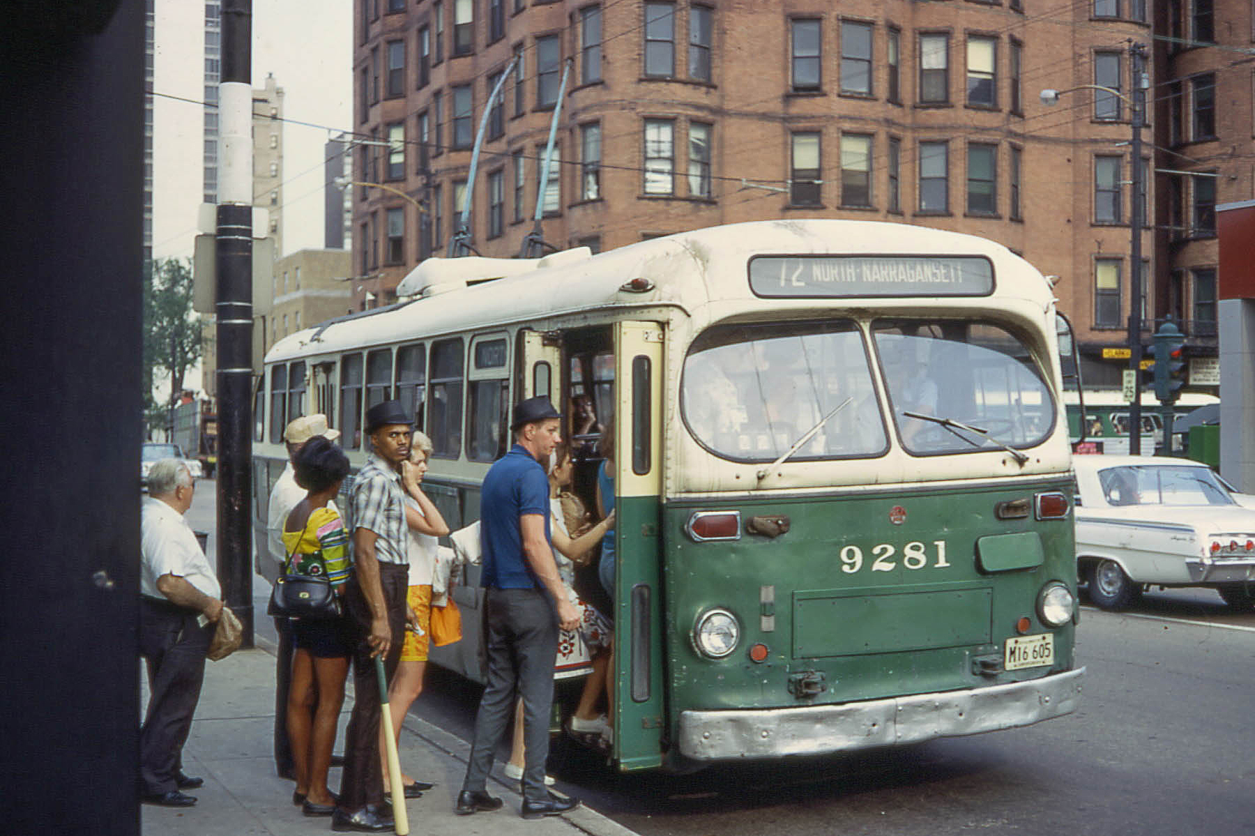 Historic photos of Chicago trains and buses