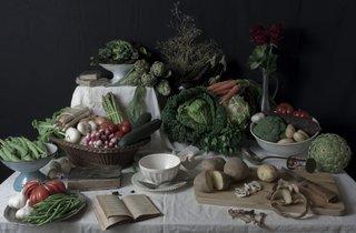 ( Stéphane Soulié, 'Nature morte vivante de légumes avec chrysalide' / © Adagp, Paris, 2014)