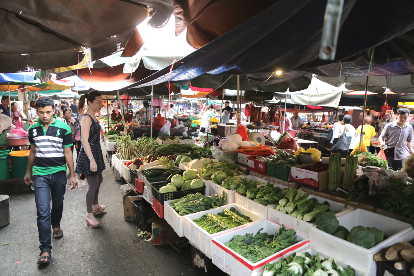 Grab the freshest produce at Pudu market