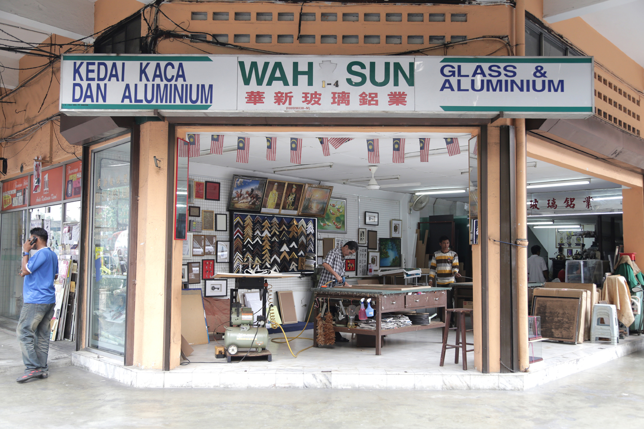 Hire aluminium and glass shop Wah Sun to frame up your best work