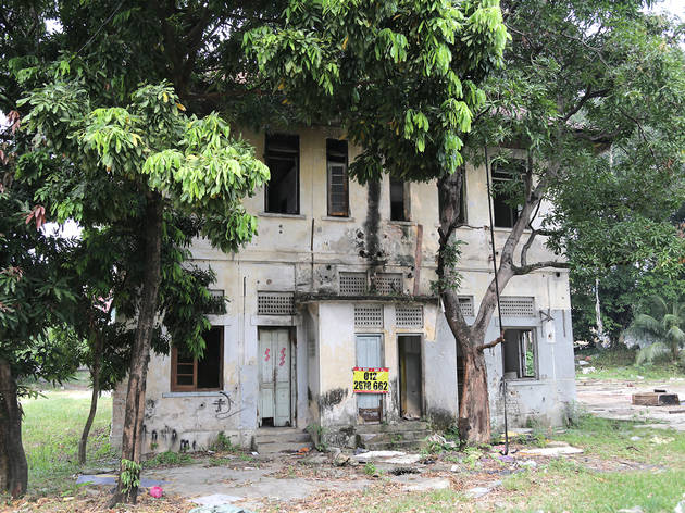 Find a spooky old abandoned building on Jalan Sarawak
