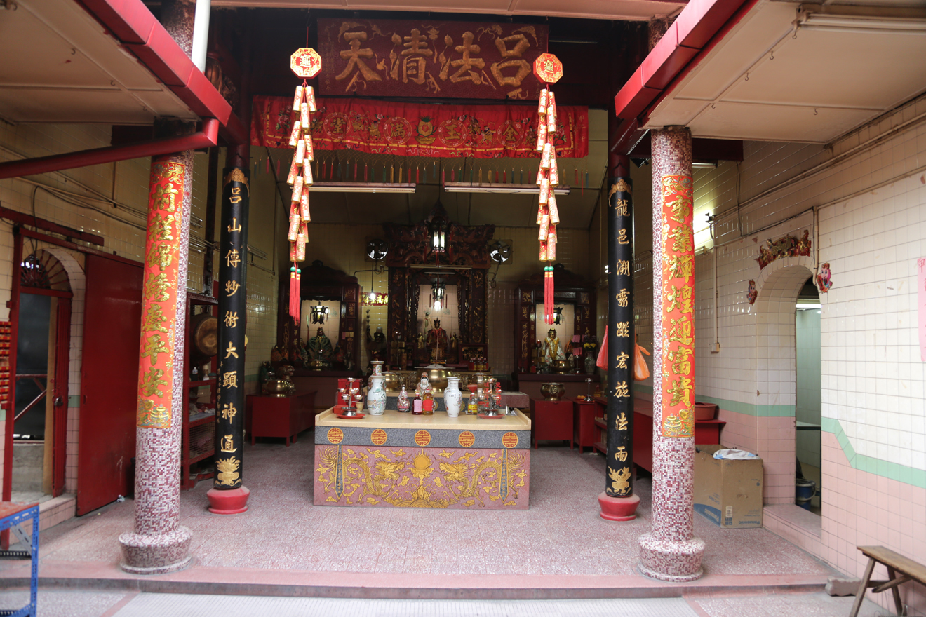 Assert your faith at Zhong Wan Xian Shi temple