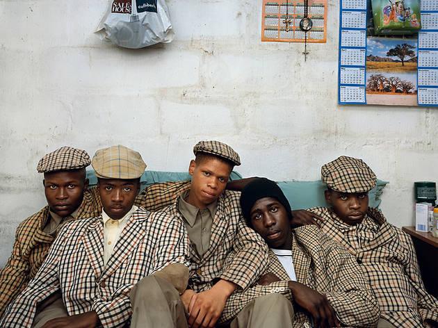 Loyiso Mayga, Wandise Ngcama, Lunga White, Luyanda Mzantsi y Khungsile Mdolo después de su ceremonia de iniciación, Mthatha