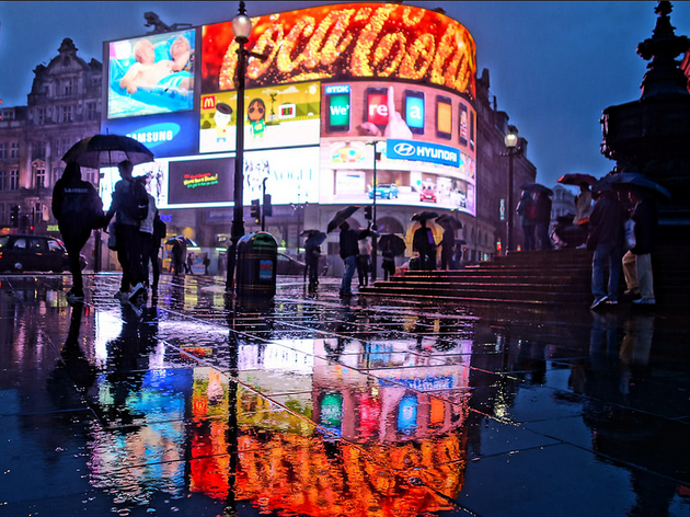 Wet night at Piccadilly Circus